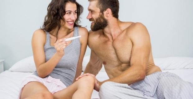 Schwangerschaftstest ab wann möglich? Hier berechnen + 7 Tipps